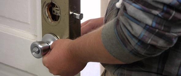 Замена личинки дверного замка в СПБ